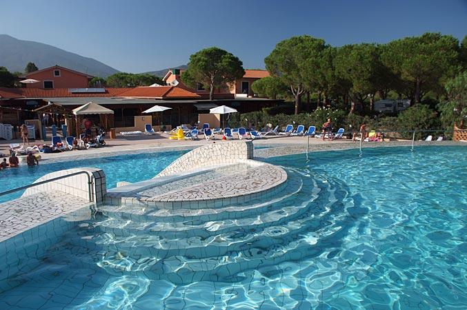 Le piscine camping village ville degli ulivi a marina di for Piscine 3 villes