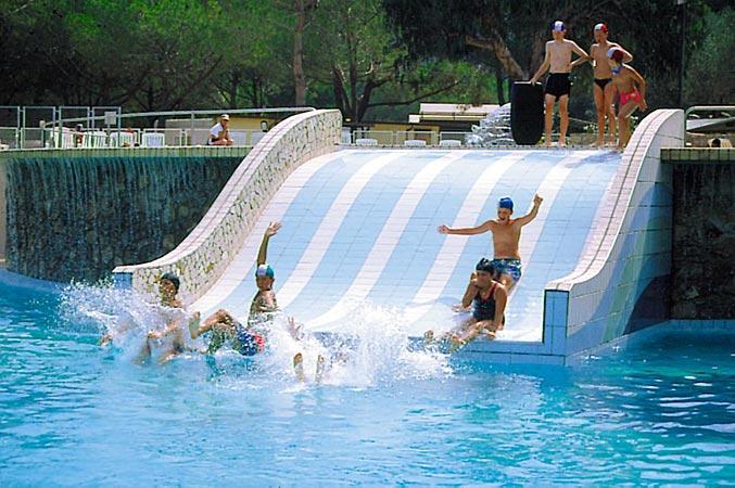Les piscines camping village ville degli ulivi marina for Les piscines